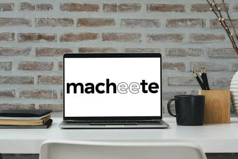 Macheete Mockup mit Laptop